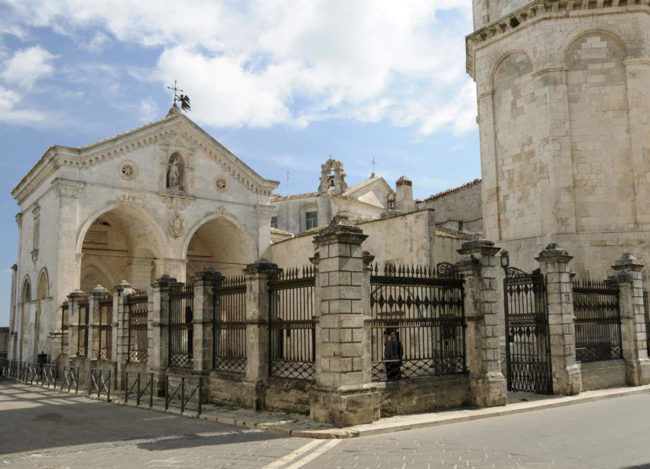 «Меч Архангела Михаила» Святилище Архангела Михаила (Италия)